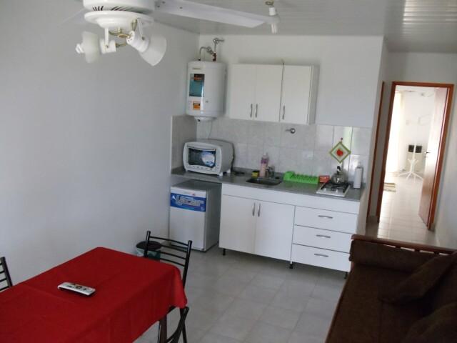 Cocina comedor departamento 5 aparts la aldea for Cocina departamento